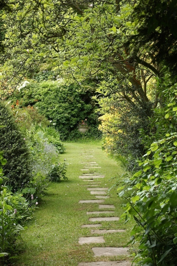 Footpath to a Secret Stairway Country style garden by Rebecca Smith Garden Design Country