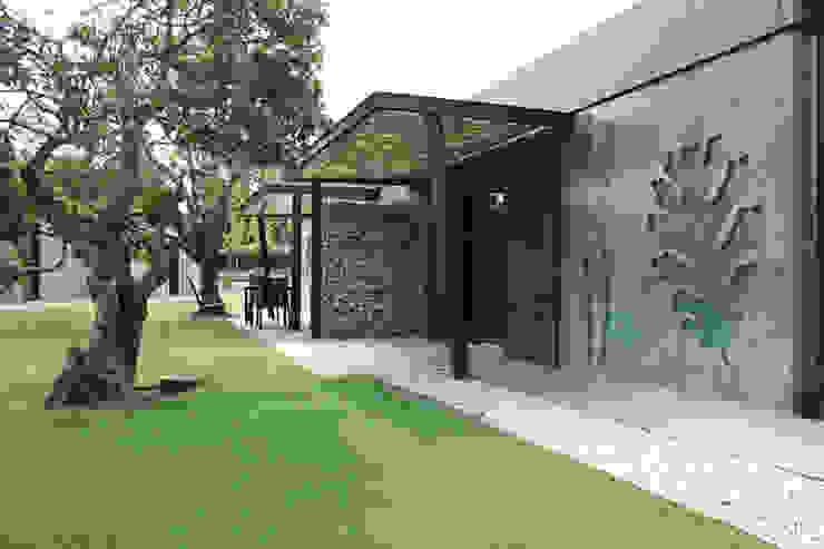 Diseño y construcción de apartamentos modulares en Cáceres MODULAR HOME Casas de estilo mediterráneo
