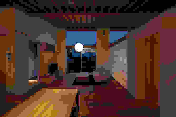 内観夜景 モダンデザインの リビング の プラスデザイン1級建築士事務所 モダン