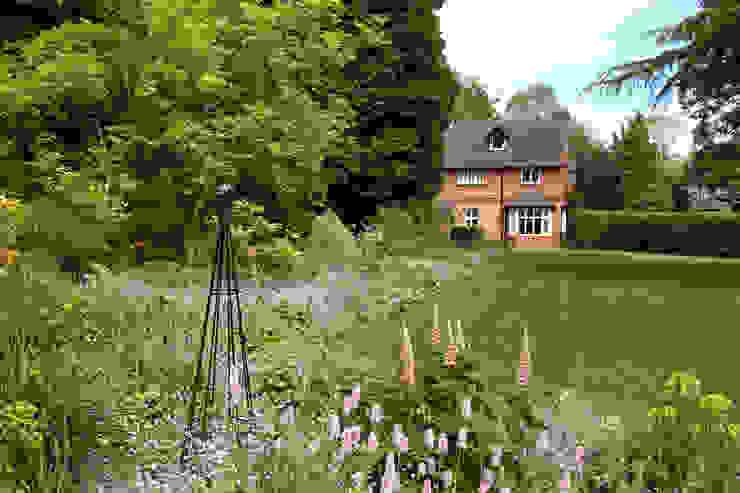 The Long Border Country style garden by Rebecca Smith Garden Design Country
