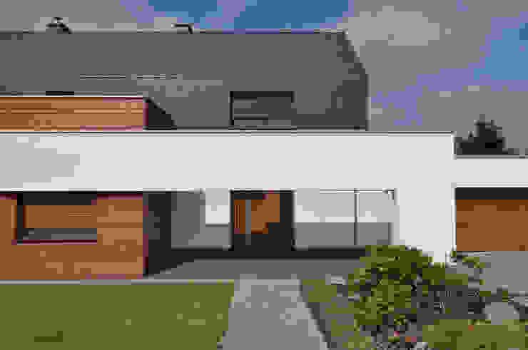 Casas estilo moderno: ideas, arquitectura e imágenes de STRUKTURA Łukasz Lewandowski Moderno