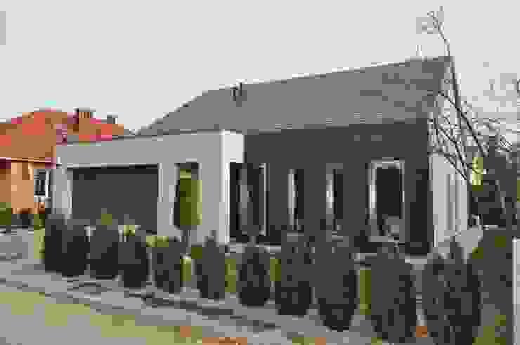Casas minimalistas por STRUKTURA Łukasz Lewandowski Minimalista