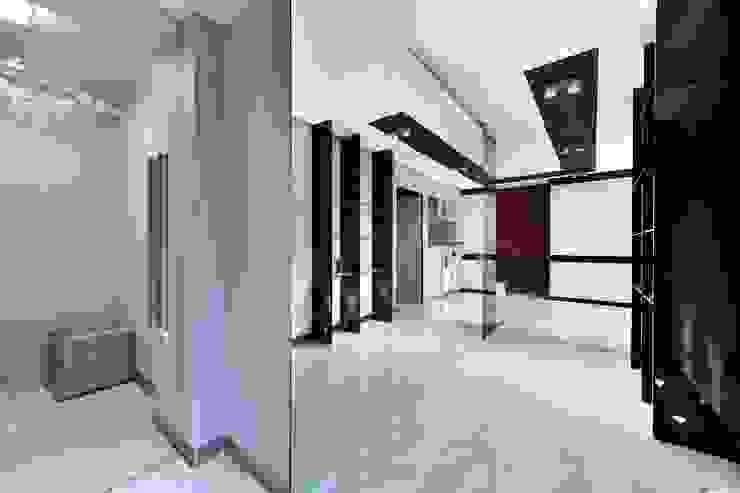 Квартира для отдыха Коридор, прихожая и лестница в модерн стиле от Александр Бабаджанян Модерн