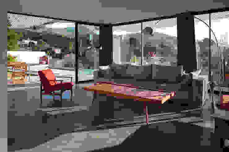 VILLA MACINITA Salon moderne par X-TREM CLEMENT BOIS ARCHITECTE Moderne