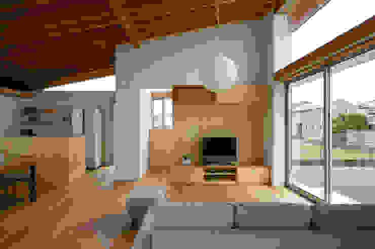 Modern living room by プラスデザイン1級建築士事務所 Modern