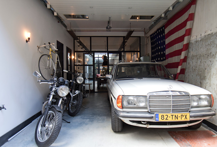 Garage Loft:  Garage/schuur door BRICKS Studio,