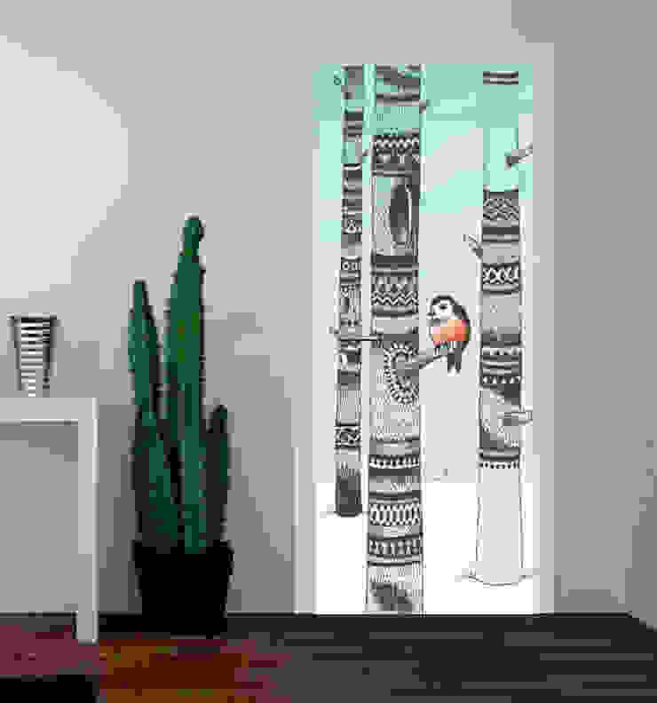 druk na drzwiach od Inoutprint Minimalistyczny