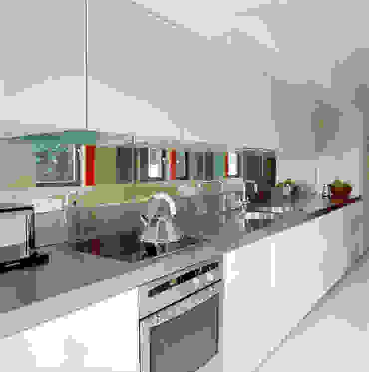 Highgate House - 4 Minimalist kitchen by Jonathan Clark Architects Minimalist