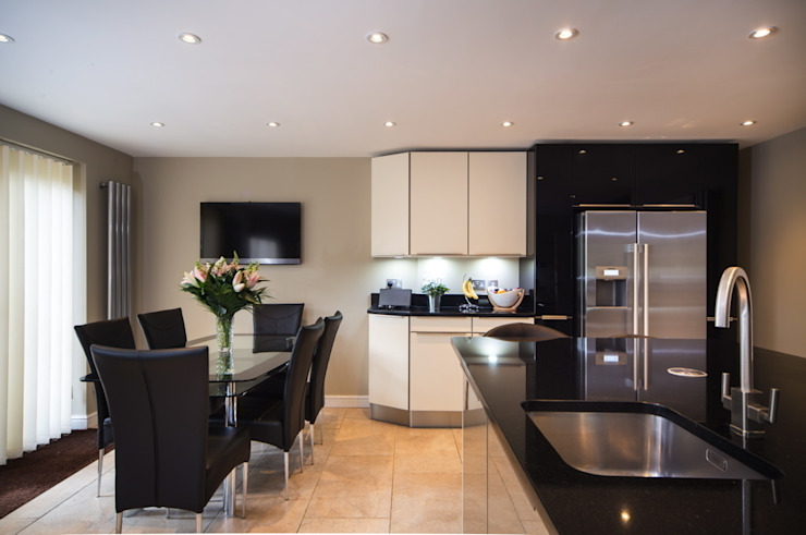 German Modern Kitchen - Kitchen Design Surrey Modern kitchen by Raycross Interiors Modern