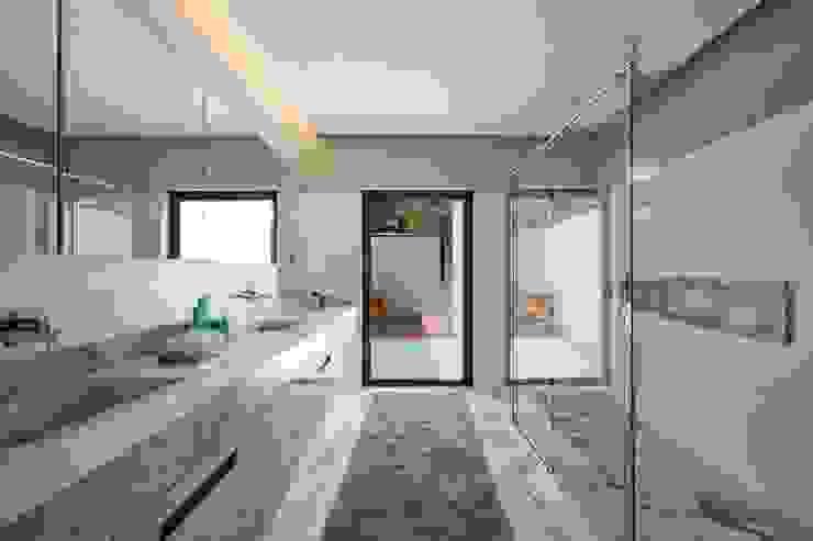 Elmor Arquitetura Modern bathroom
