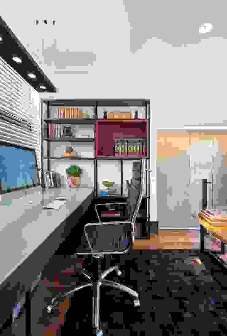 Elmor Arquitetura Modern style study/office