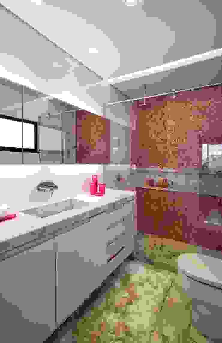 Elmor Arquitetura Modern style bathrooms