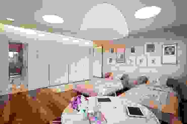 Elmor Arquitetura Modern nursery/kids room