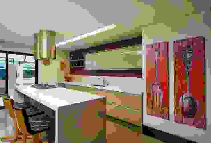 Elmor Arquitetura Modern kitchen