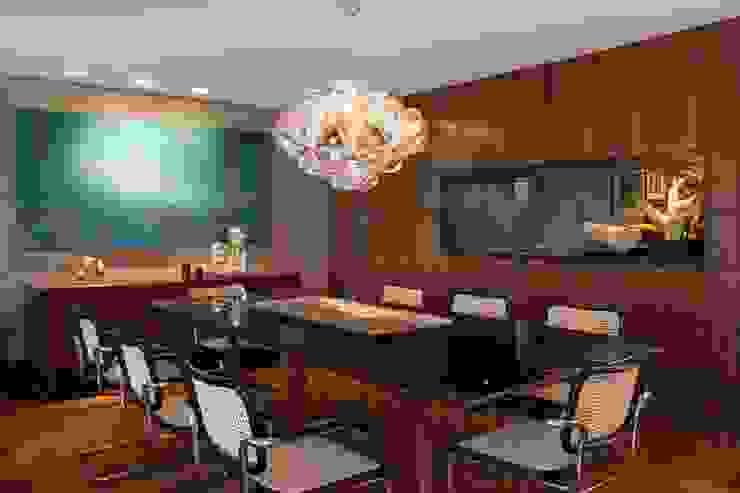 Modern dining room by Elmor Arquitetura Modern