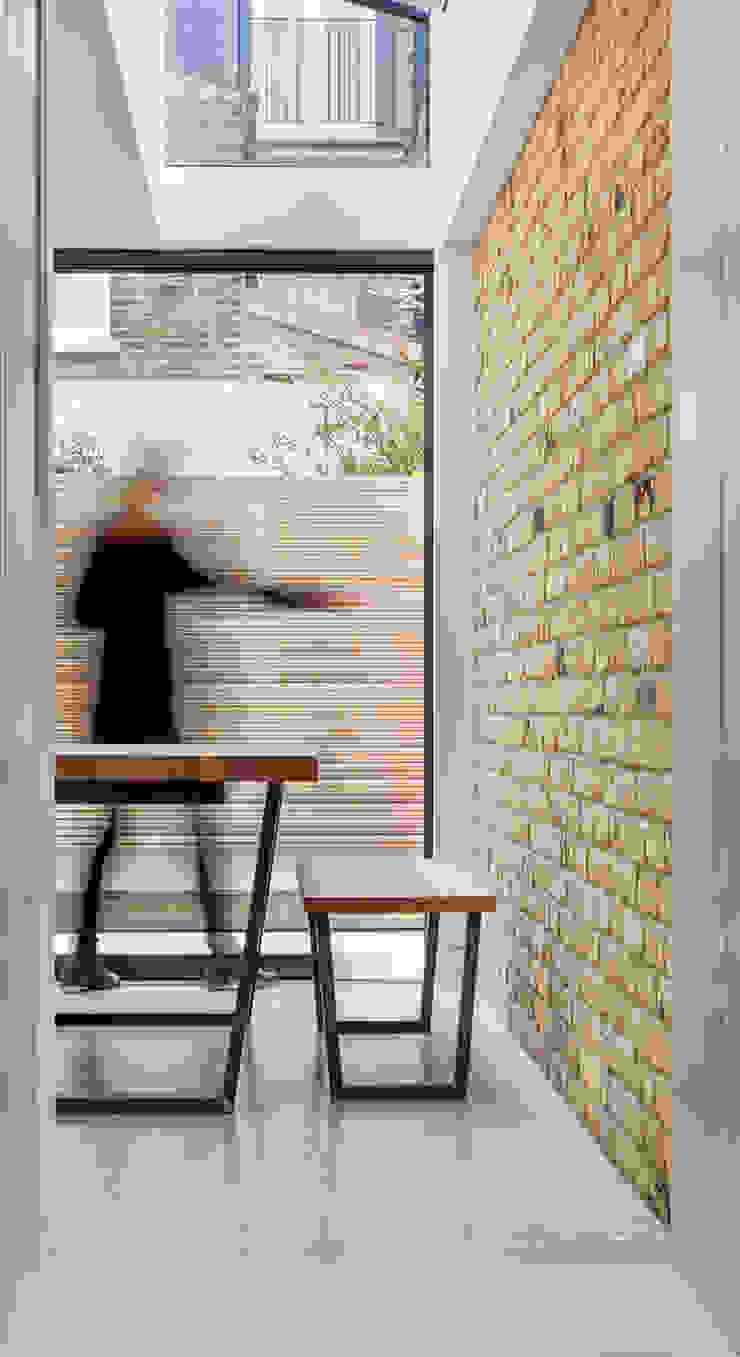 sliding glass TAS Architects Minimalist dining room