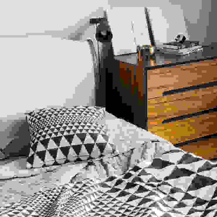 Isosceles Cushion (Black/Ecru): scandinavian  by Niki Jones, Scandinavian