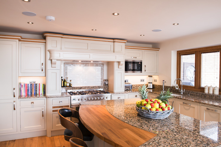 Loxley Hand Painted Classic Kitchen Classic style kitchen by Raycross Interiors Classic