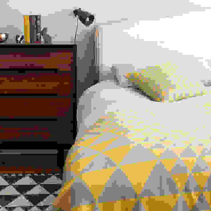 Isosceles Cushion (Gold/Grey): scandinavian  by Niki Jones, Scandinavian