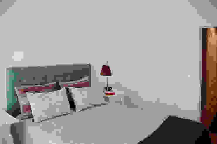 Decoração de interiores quarto por MOYO Concept Clássico Derivados de madeira Transparente