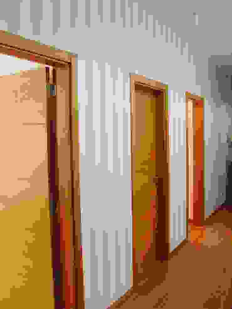 Corredor Corredores, halls e escadas clássicos por Stoc Casa Interiores Clássico