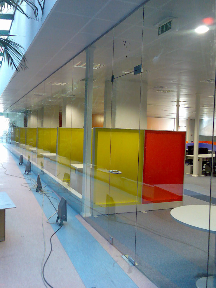 Escritórios Siemens por Autovidreira Moderno