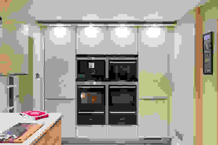 Modern German Kitchen - Kitchen Design Surrey Modern kitchen by Raycross Interiors Modern