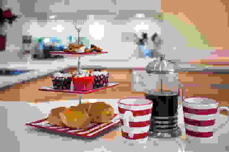 Modern German Kitchen - Kitchen Design Surrey Classic style kitchen by Raycross Interiors Classic