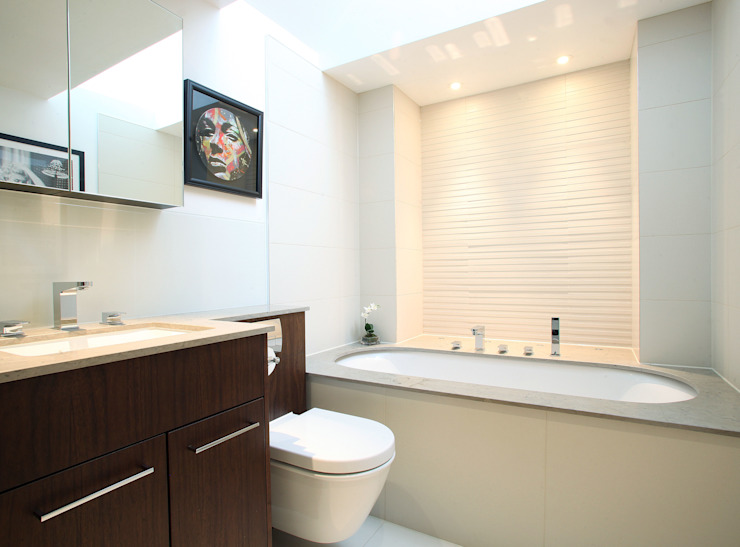 Fulham House by Peek Architecture. Minimalist bathroom by Alex Maguire Photography Minimalist
