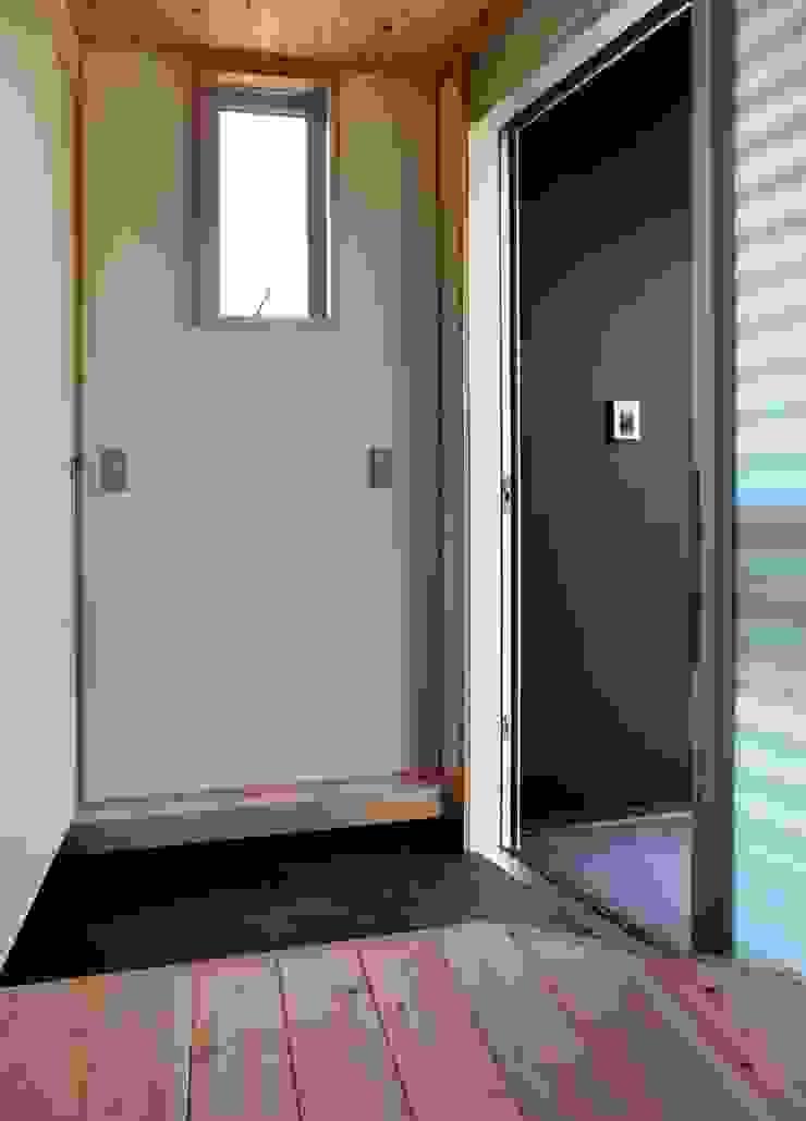 玄関 モダンな 窓&ドア の 氏原求建築設計工房 モダン