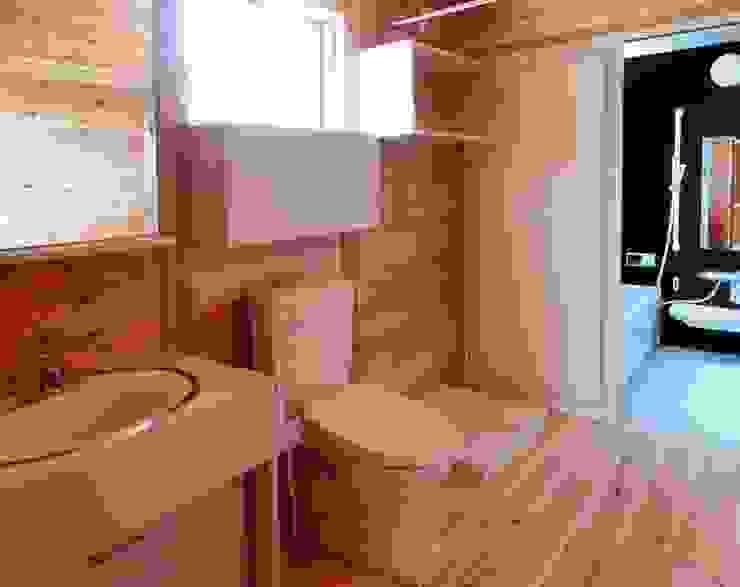 Bathroom by 氏原求建築設計工房, Eclectic