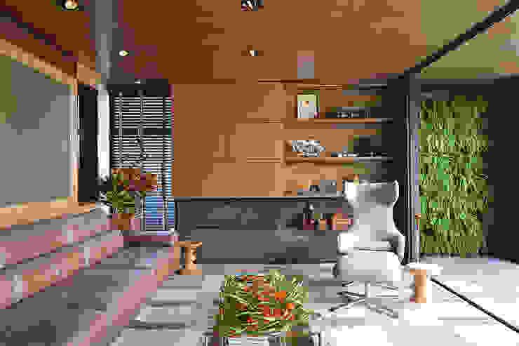 Kantor & Toko Modern Oleh Elmor Arquitetura Modern