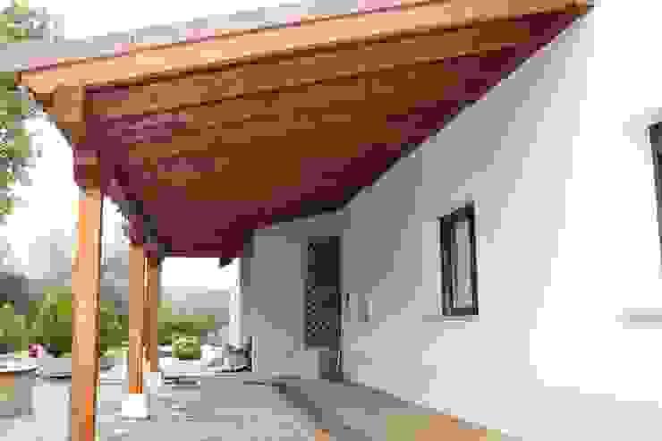Porche garaje de madera de PergolasyPorches.com Clásico