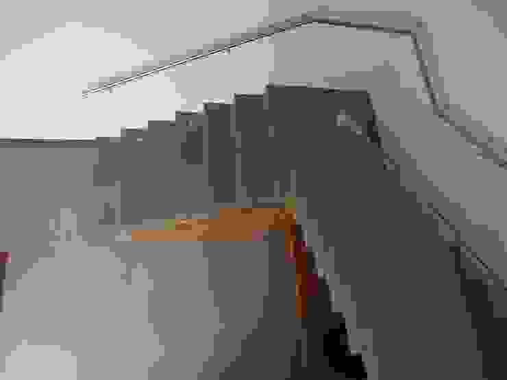 RESIDÊNCIA J&J Corredores, halls e escadas modernos por Raquel Pelosi Arquitetura e Design Visual Moderno