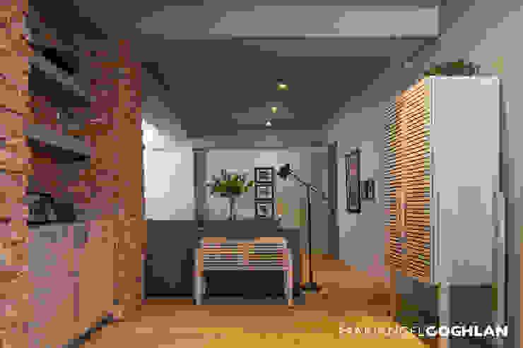 Estar familiar Salas multimedia de estilo industrial de MARIANGEL COGHLAN Industrial