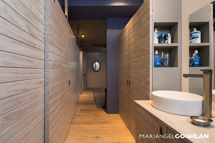 Industrial style bathroom by MARIANGEL COGHLAN Industrial