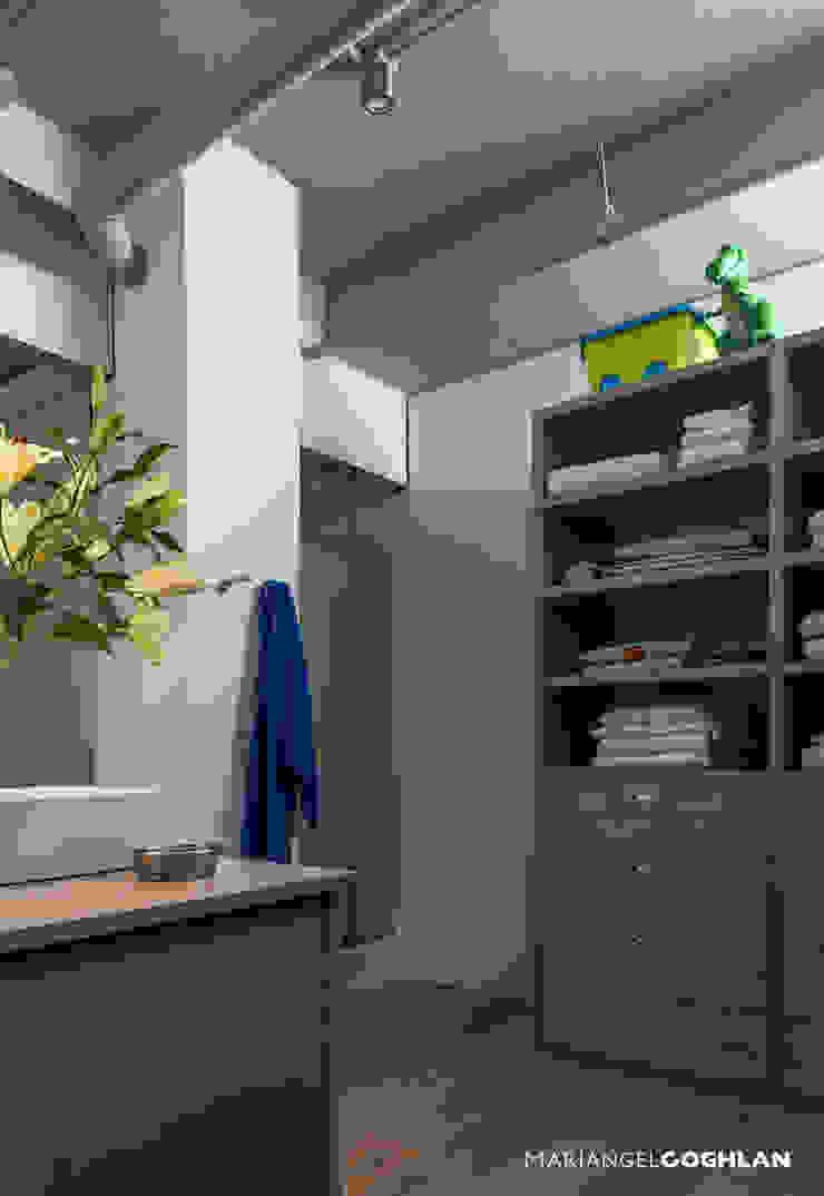 Industrial style bathroom by MARIANGEL COGHLAN Industrial