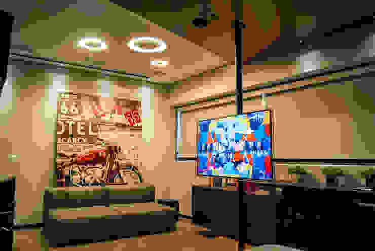 Sala/Quarto Salas de estar modernas por Studio Gorski Arquitetura Moderno