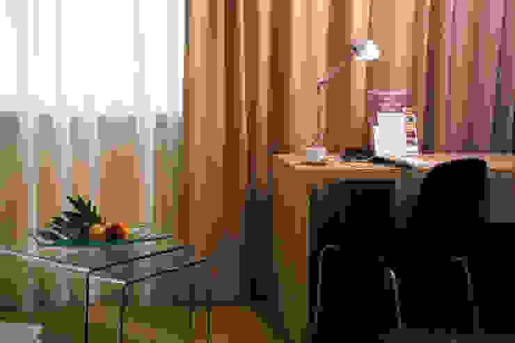 Anna Buczny PROJEKTOWANIE WNĘTRZ Hotel Radisson BLU pokoje business od Anna Buczny PROJEKTOWANIE WNĘTRZ Nowoczesny