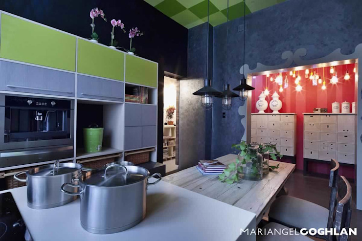 Cocina y pantry en Design House en DWM Cocinas eclécticas de MARIANGEL COGHLAN Ecléctico