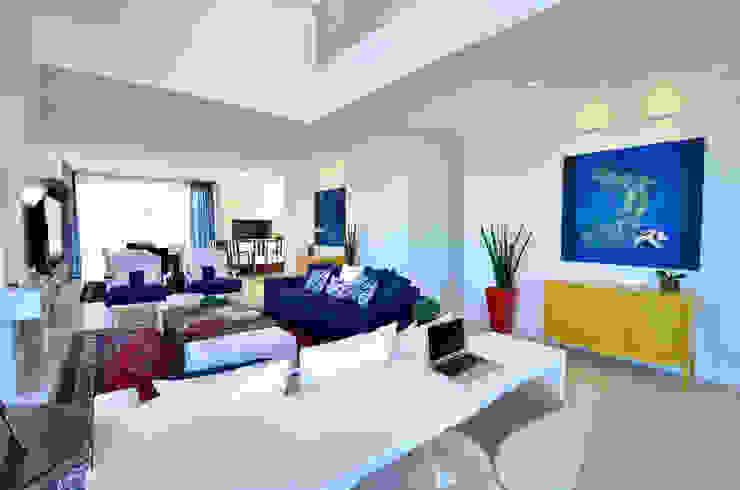 Casa de Praia Azul Marinho Salas de estar ecléticas por marli lima designer de interiores Eclético