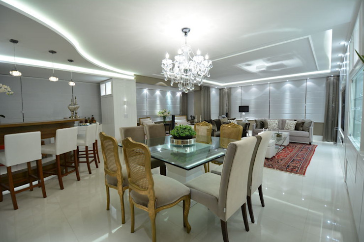 Living classico em tons neutros Salas de estar clássicas por marli lima designer de interiores Clássico