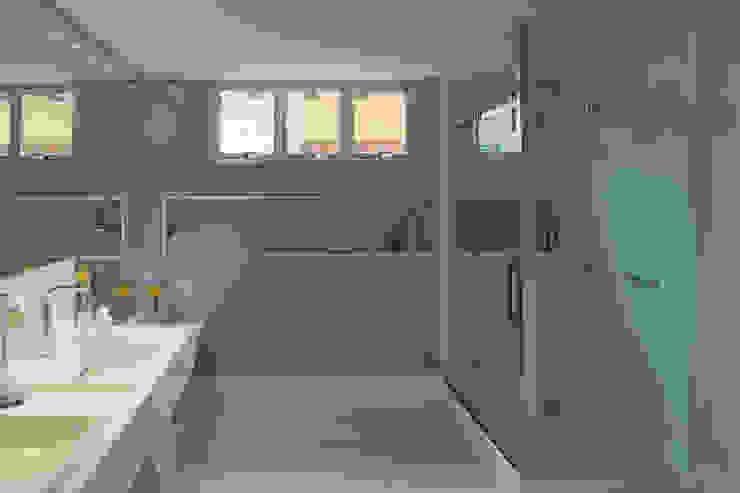 Banheiros minimalistas por homify Minimalista