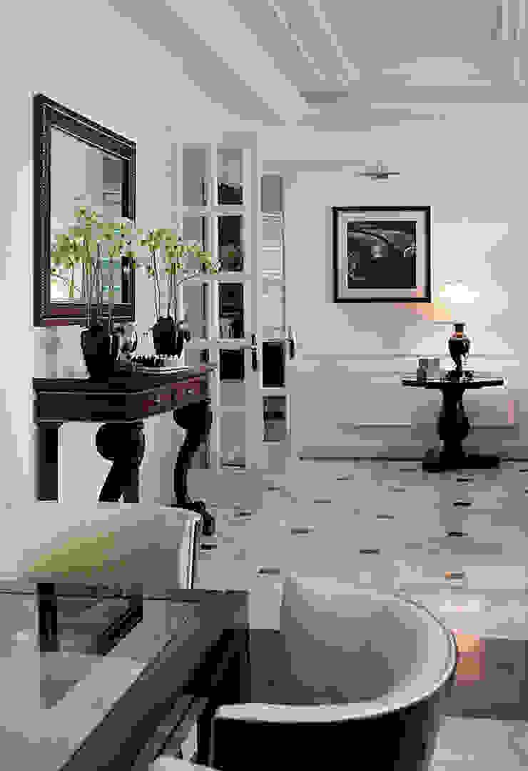 Вид на гостиную из кухни. от архитектор Виктория Тажетдинова