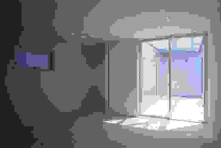 借景の家 充総合計画 一級建築士事務所 ミニマルスタイルの 寝室
