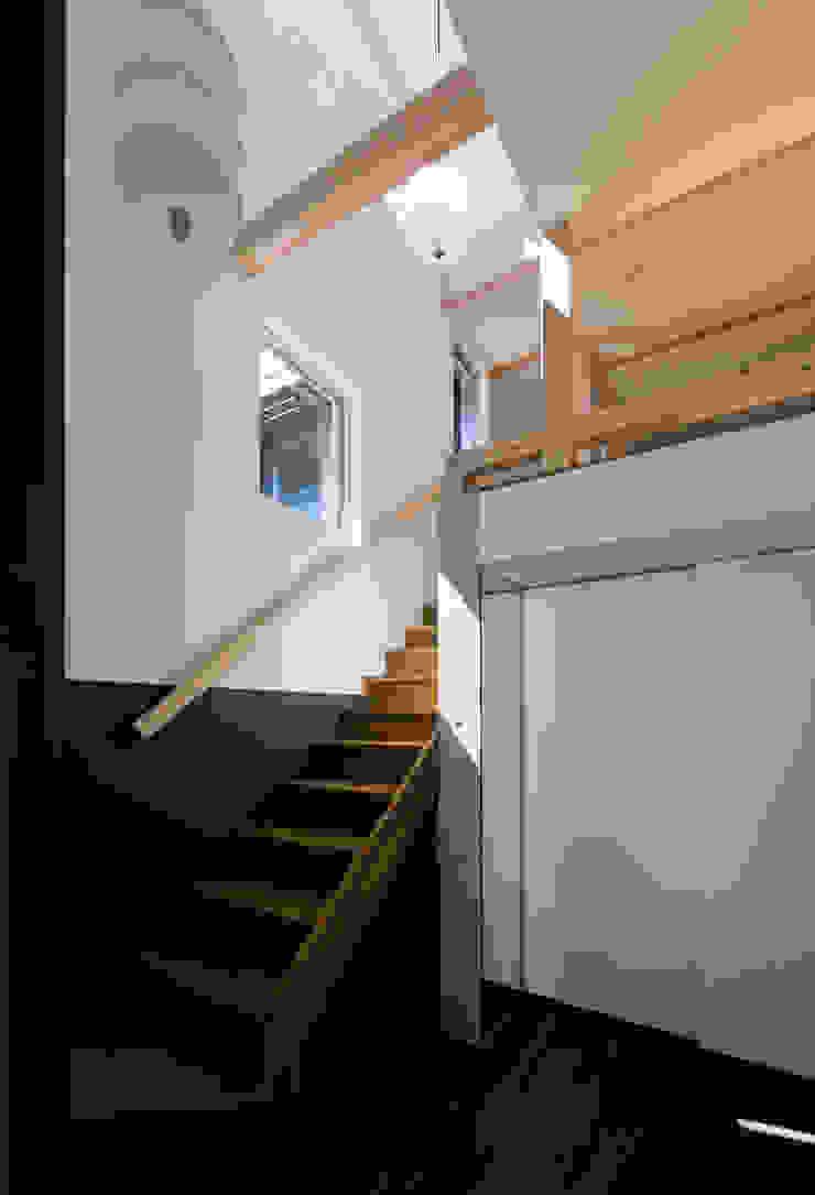 OPERA オリジナルスタイルの 玄関&廊下&階段 の 充総合計画 一級建築士事務所 オリジナル