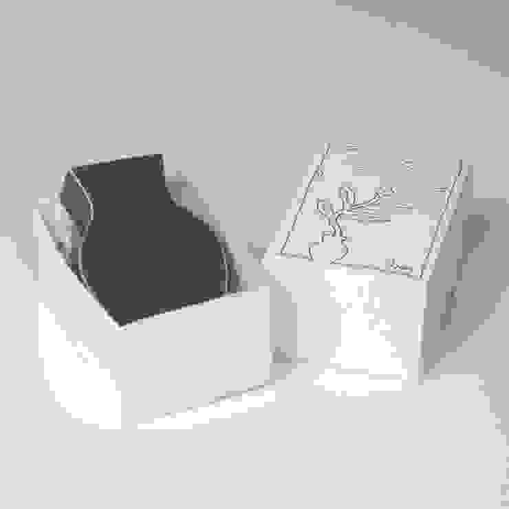 vaas Plat mini met doosje: modern  door Ines de Booij, Modern