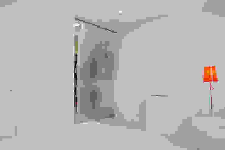 Квартира на Мосфильме Спальня в стиле минимализм от Kerimov Architects Минимализм