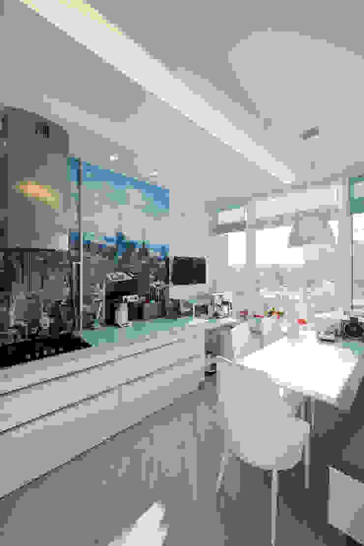 Квартира на Мосфильме Кухня в стиле минимализм от Kerimov Architects Минимализм