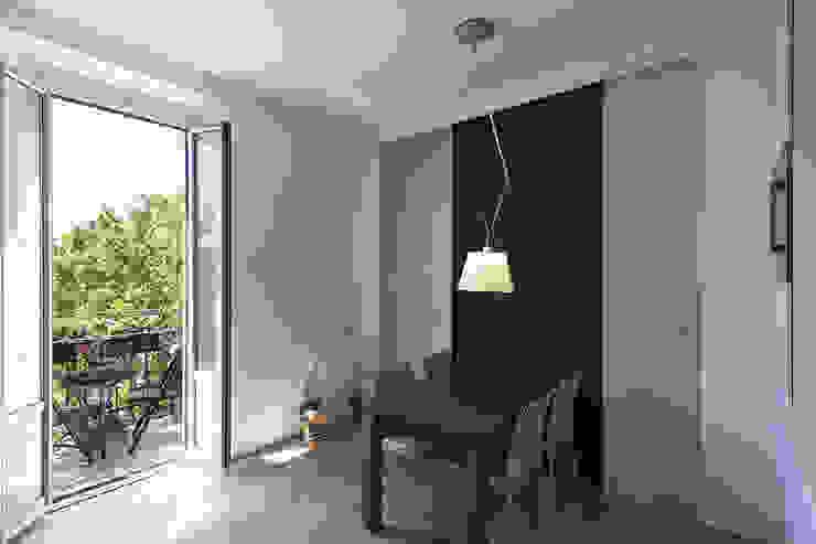 Salon moderne par Tommaso Giunchi Architect Moderne
